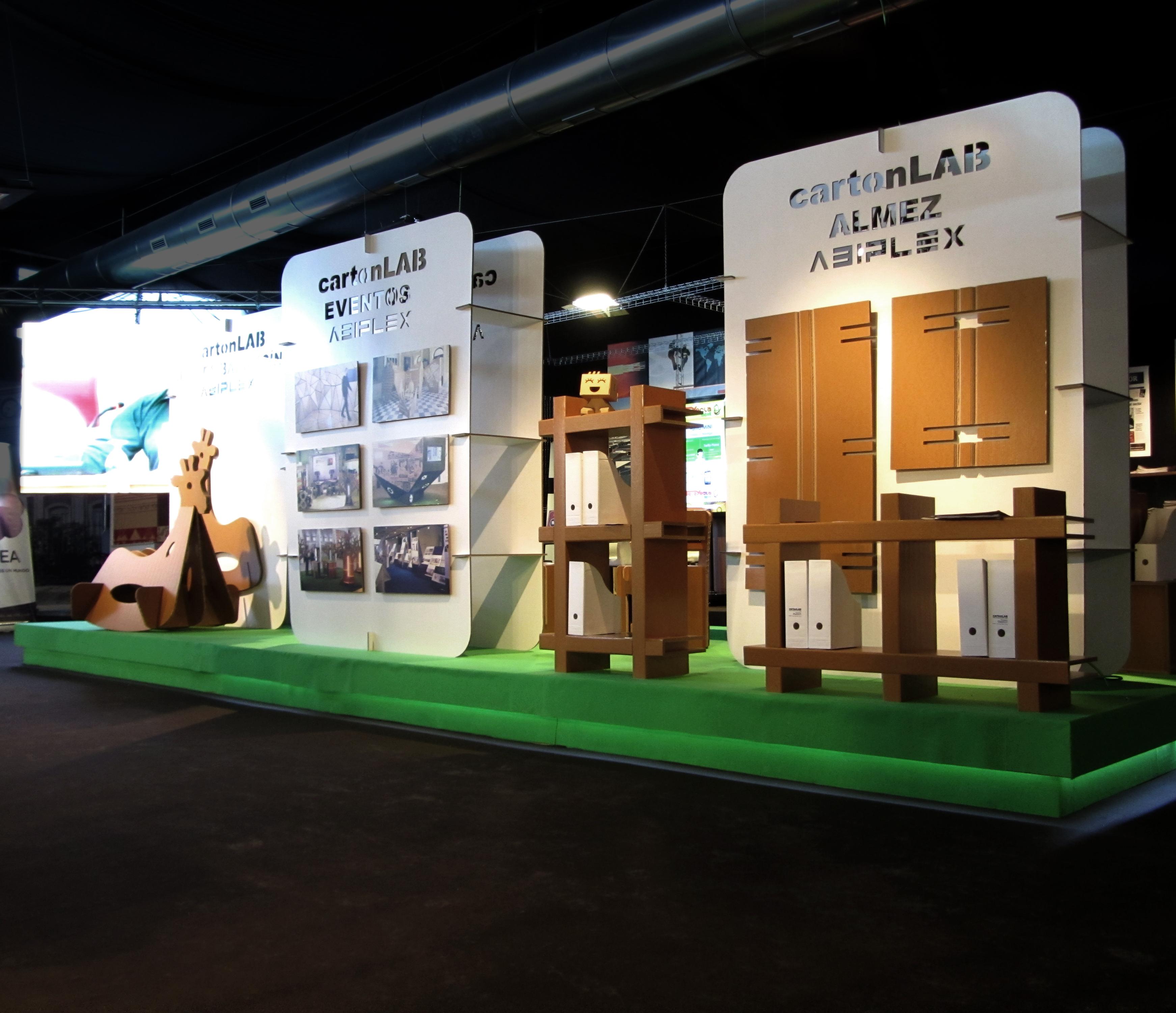 Cartonlab taller de dise o e innovaci n en cart n for Muebles para ferias